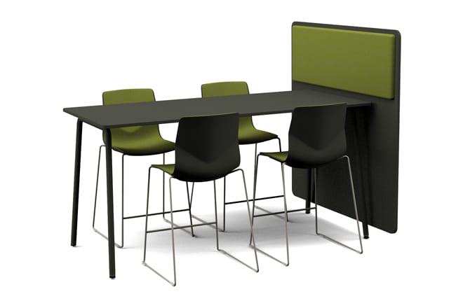 Mødebord med skrå ben samt afskærmning