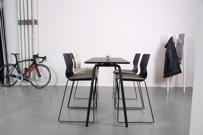Mødebord med skrå ben.1