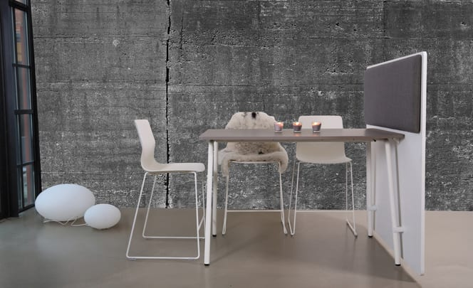 Mødebord med skrå ben
