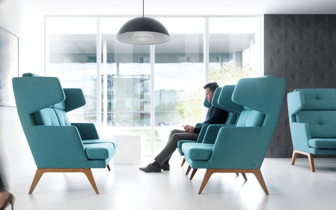 Højrygget sofa-miljø